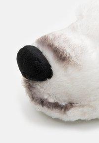 Loungeable - POLAR BEAR SLIPPER - Tohvelit - white - 5