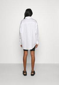 Monki - Skjortebluser - white carry faces - 2