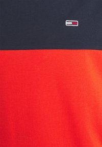 Tommy Jeans - CLASSIC COLOR BLOCK TEE - Printtipaita - horizon - 2