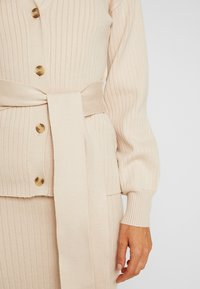 Glamorous - SLOUCHY CARDIGAN WITH BELT - Cardigan - stone - 4