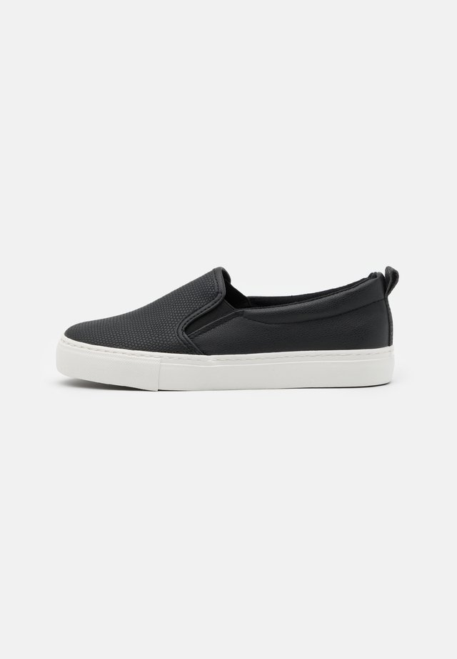 MIZZY - Trainers - black