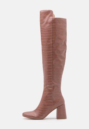 FLARED HEEL BOOT - Kozačky nad kolena - pink