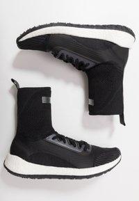 adidas by Stella McCartney - PULSEBOOST HD MID - Laufschuh Neutral - black/white/utility black/iron metallic - 1