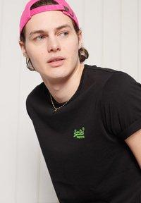 Superdry - Basic T-shirt - black - 2