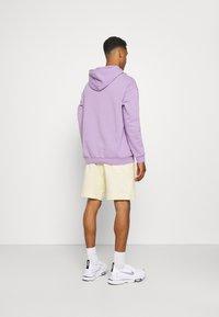 Nike Sportswear - MODERN - Shorts - coconut milk/ice silver/white - 2