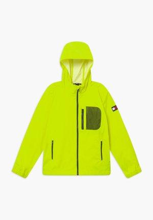 COMBI HOODED - Regnjakke / vandafvisende jakker - yellow