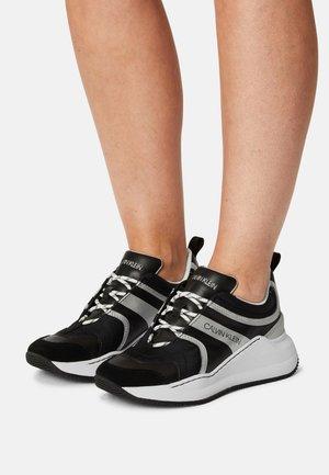 RUNNER LACEUP - Sneaker low - black