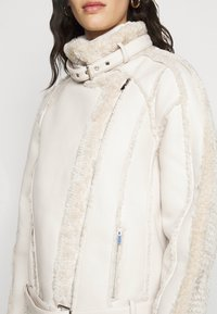 Missguided Tall - PREMIUM BELTED AVIATOR - Faux leather jacket - cream - 5