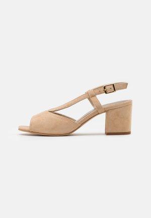 Sandals - oak