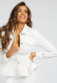 Guess - Denim jacket - weiß - 0