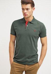 GANT - CONTRAST COLLAR RUGGER - Polo shirt - bottle green - 0