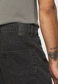 Only & Sons - ONSCONE LIFE CARROT - Jeans Tapered Fit - black denim - 4