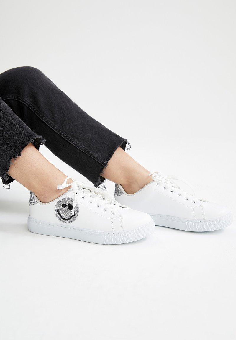 DeFacto - SMILEYWORLD - Sneakers laag - white