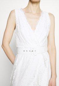Guess - RANDA DRESS - Vestido de cóctel - true white - 5