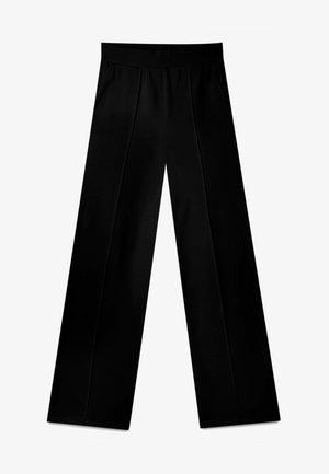 GERADE GESCHNITTENE - Trousers - black