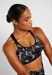 Hunkemöller - THE PRO MARBLE  - Sports bra - black - 3