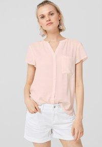 Q/S designed by - GEKNÖPFTE  - Button-down blouse - light apricot - 0
