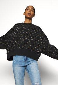 Nike Sportswear - CREW PACK - Sweatshirt - black - 3
