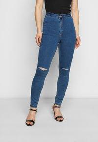 Missguided Petite - VICE HIGHWAISTED SLASH KNEE - Jeans Skinny Fit - blue - 0