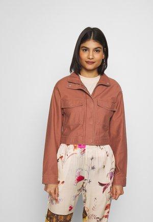 UTILITY TRUCKER - Summer jacket - rust