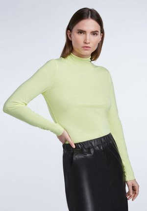 Long sleeved top - fluo