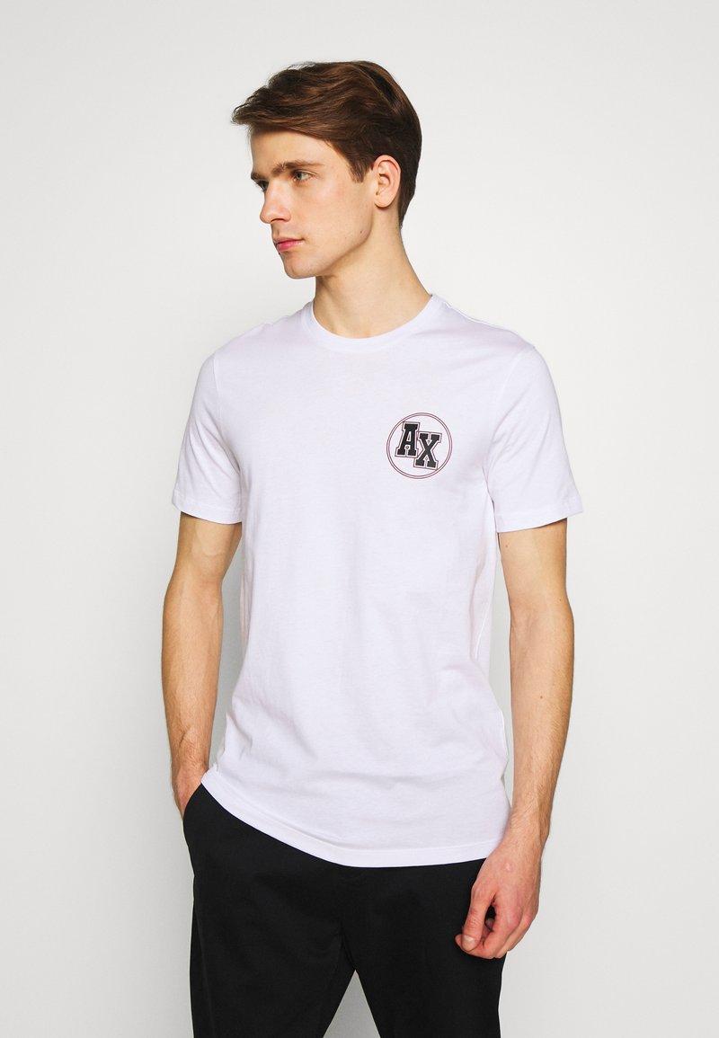 Armani Exchange - T-shirt med print - white