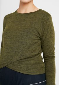 Cotton On - MATERNITY CROSS OVER FRONT LONG SLEEVE - Sweter - olive night - 4