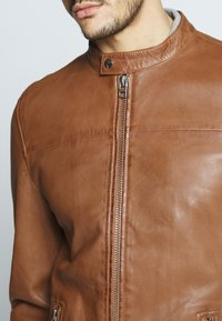 Goosecraft - SHEFFIELD BIKER - Veste en cuir - cognac - 5