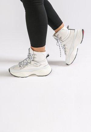 DISCO-TREK RUNNER - High-top trainers - white