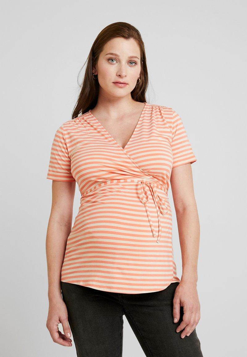 Queen Mum - NURS MIAMI - Print T-shirt - emberglow