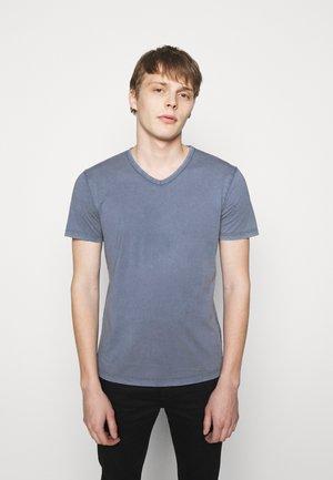 FINN - Basic T-shirt - blue