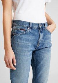 Tommy Jeans - IZZY HIGH RISE SLIM SNDM - Jeans Straight Leg - sunday mid - 5