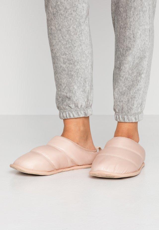 HADLEY SLIPPER - Slippers - natural tan