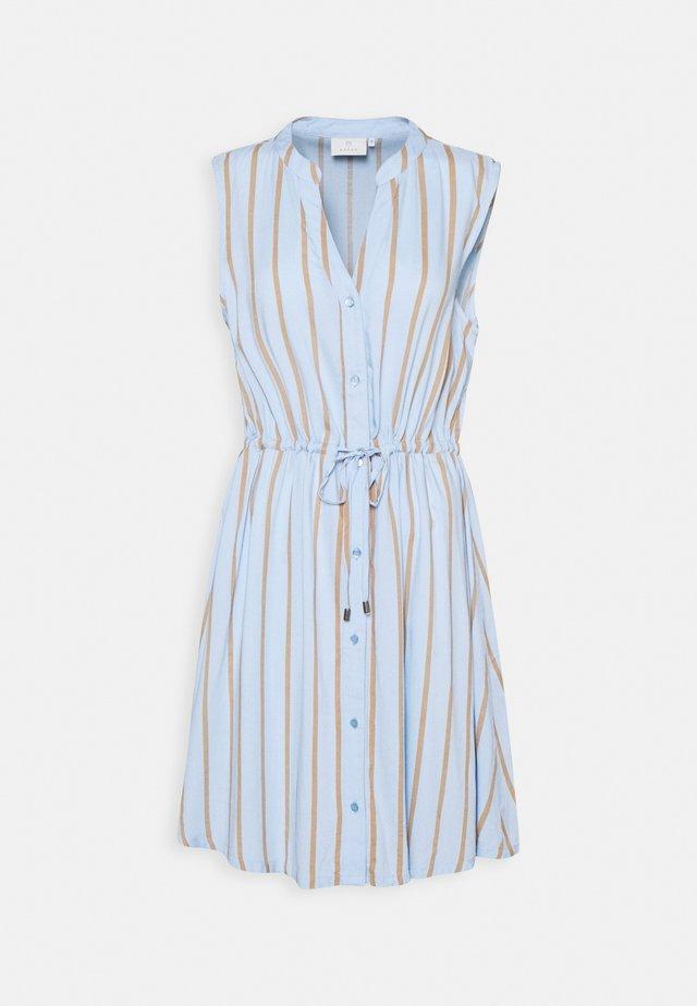 GAMILA DRESS - Kjole - chambray blue/sand