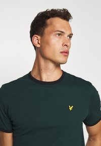 Lyle & Scott - RINGER TEE - Basic T-shirt - jade green/black - 3