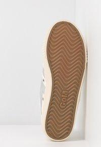 Gola - TENNIS MARK COX - Sneakersy niskie - off white/silver - 6