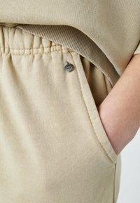 PULL&BEAR - Træningsbukser - mottled beige - 4