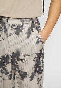 Jaded London - BLEACHED PINSTRIPE TROUSER - Trousers - grey - 3