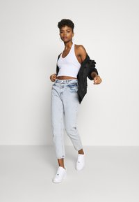Miss Selfridge - FRILL POCKET MOM  - Jeansy Relaxed Fit - light blue - 1