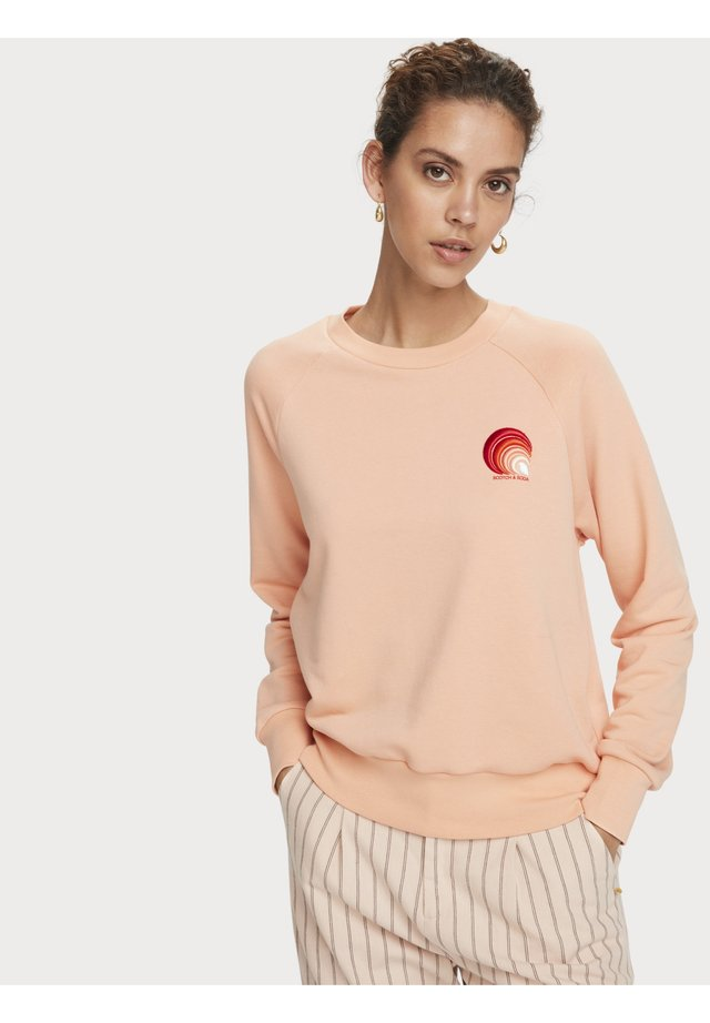 TEXTURED LONG SLEEVE ARTWORK SWEATER - Sweater - coral rock