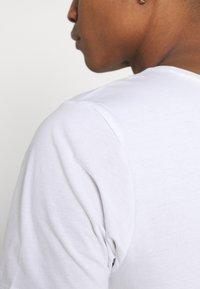 Weekday - OLIVER LIGHT - Basic T-shirt - white - 5
