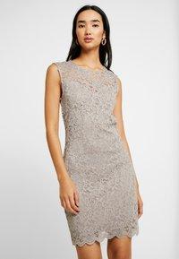 Vero Moda - VMLALI DRESS - Cocktailkleid/festliches Kleid - stone - 0