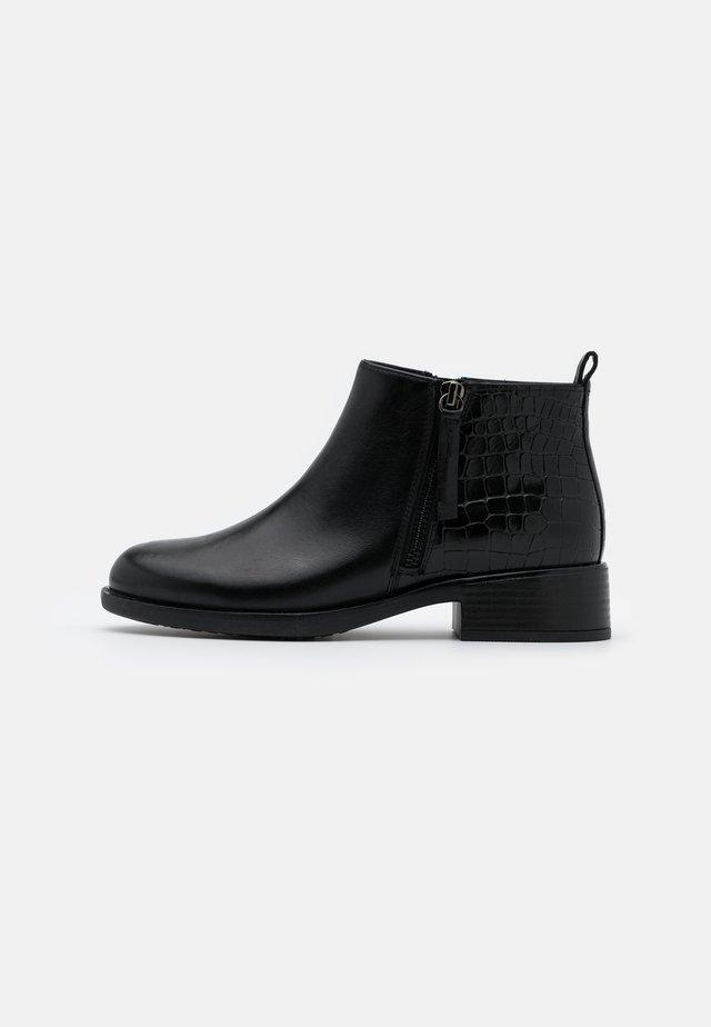 RESIA - Botines bajos - black
