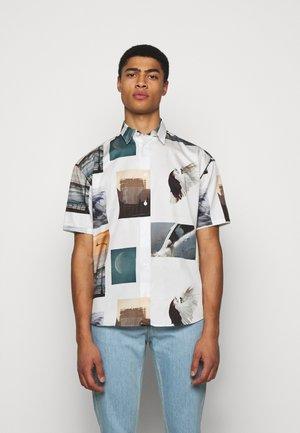 LYRIQUE ROE ETHRIDGE UNISEX - Skjorta - white/multi-coloured