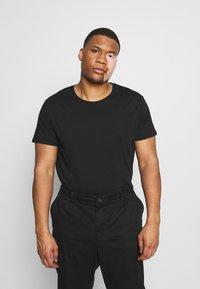 LTB - 3 PACK - Basic T-shirt - black/grey/white - 4
