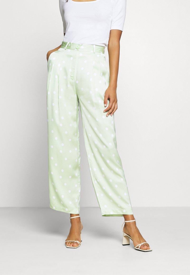 EDITED - LUNA TROUSERS - Pantalon classique - foam green