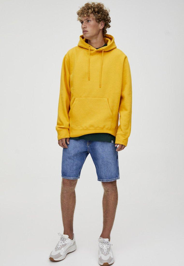 PULL&BEAR - Luvtröja - yellow