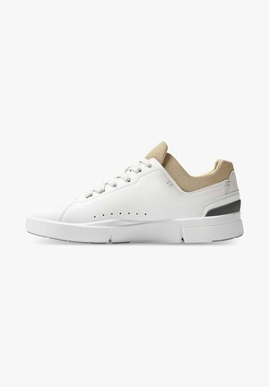 THE ROGER  - Carpet court tennis shoes - white sand