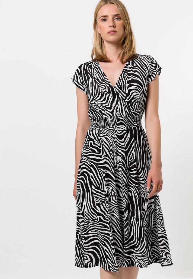MIT ZEBRAMUSTER - Korte jurk - black