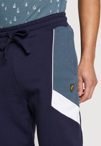 Lyle & Scott - SPLICE TRACKPANT - Trainingsbroek - navy - 3